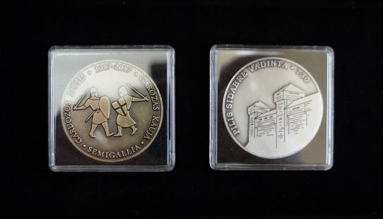"Medaliai ""Quadrum"" kapsulėse"